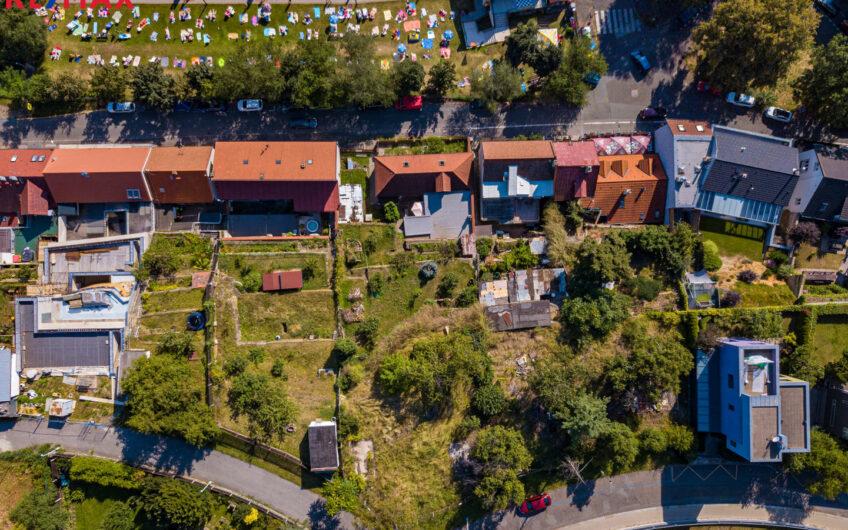 Prodej pozemku 758 m², Praha 8 – Kobylisy