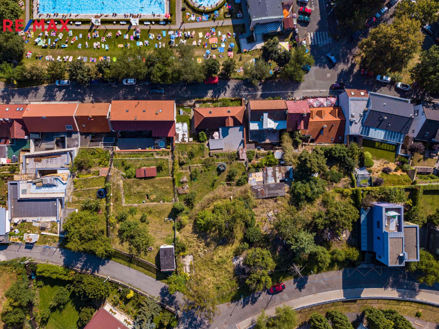 Prodej pozemku 758 m², Praha 8 - Kobylisy